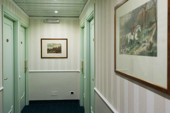 Flora Hotel: Corridor
