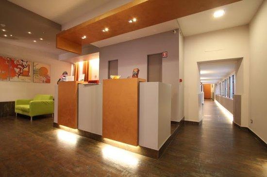 New Morpheus Rooms : reception