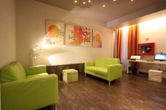 New Morpheus Rooms : lobby