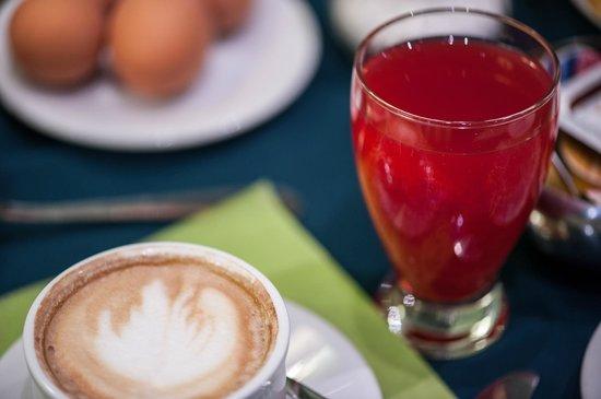 Flora Hotel: Breakfast
