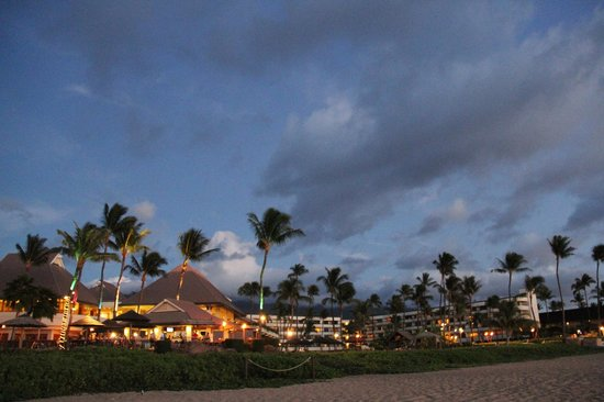 Sheraton Maui Resort & Spa: Sheraton Maui Resort from the beach