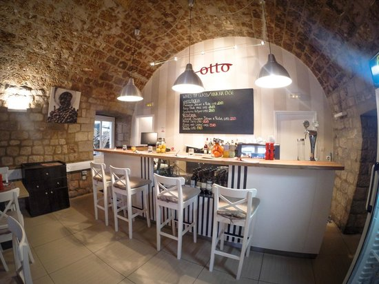 Otto Taverna: Interior of Taverna Otto renovated