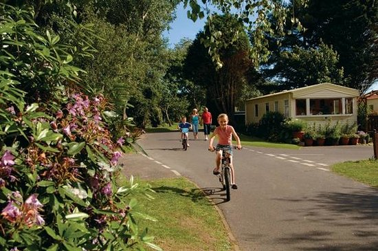 Bunn Leisure Holiday Park: Tranquil Green Lawns park