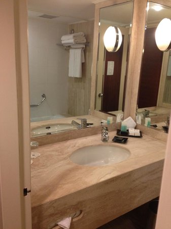 Inbal Jerusalem Hotel: Bathroom