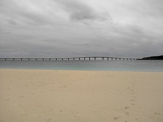 Kurima Bridge: 与那覇前浜から