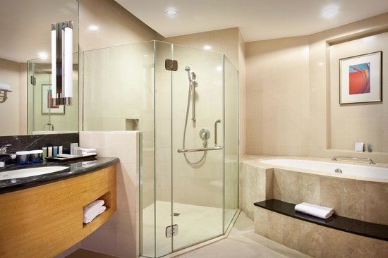 Crowne Plaza Manila Galleria : Bathroom