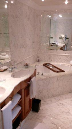 The Ritz-Carlton, Berlin: Badezimmer Bellevue-Suite
