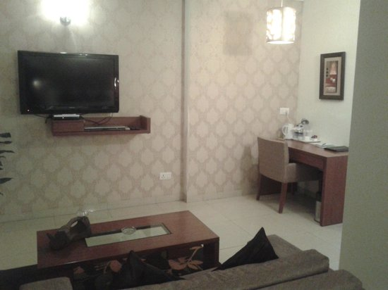 Ahuja Residency DLF Phase 2: Guest Room