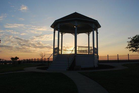 Bluff Park: gazebo al tramonto