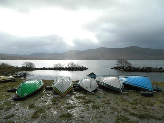 Currane Lodge: Walked down to the lough, and discovered this view!