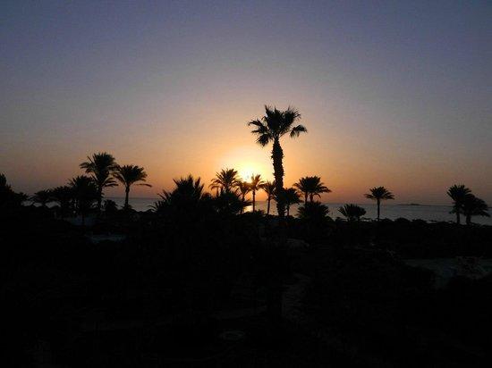 Shams Safaga: Рассвет... Вид с нашего номера № 320