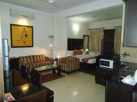 Ahuja Residency DLF Phase 2 : Guest Room