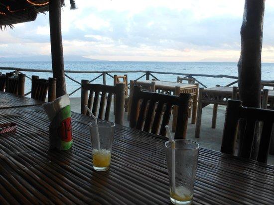 Luca's Cucina Italiana & Lodge: Salle à manger sur la plage