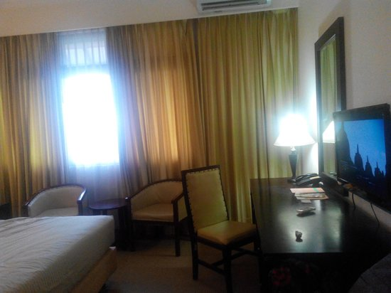 MMUGM Hotel: deluxe room