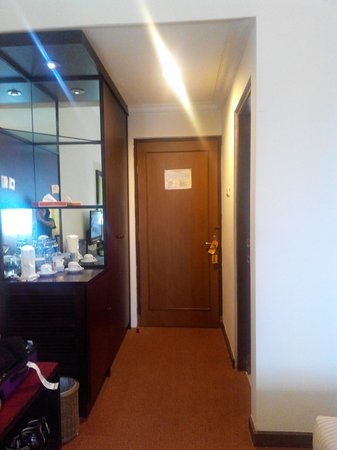 MMUGM Hotel : entrance of deluxe room