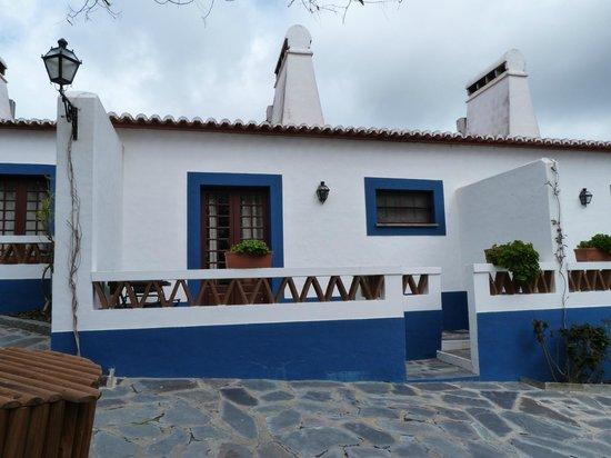 Horta da Moura - Hotel Rural: Exterior das suites juniores