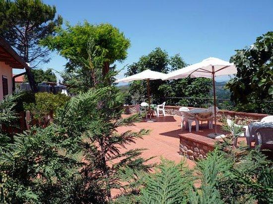 Agriturismo Bruscola: terrazza esterna su panorama colline del Chianti