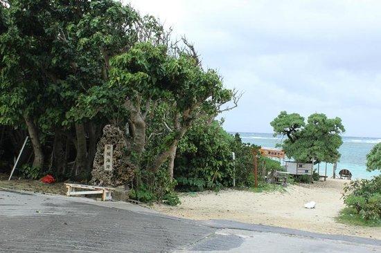 Aragusuku Beach: 新城海岸の入口