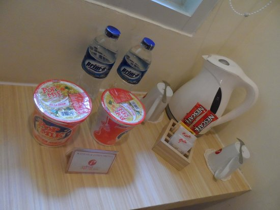 "d'primahotel WTC Mangga Dua: The complimentary stuff + the ""so glad to have"" electric water jug"