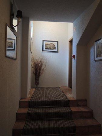 Stari Tisler: tasteful corridor