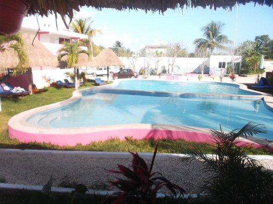 Hotel Dana Express Bacalar: Espace piscine au 22 février 2014.