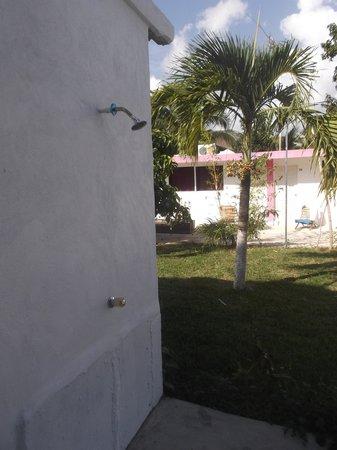 Hotel Dana Express Bacalar: Douche extérieure au 23 février 2014.