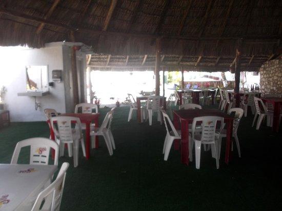Hotel Dana Express Bacalar: Espace Palapa au 23 février 2014.