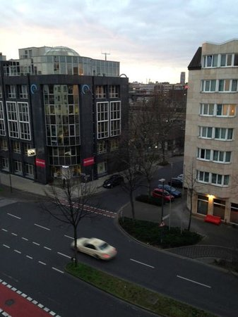 Ibis Düsseldorf City: View from the 5th floor...