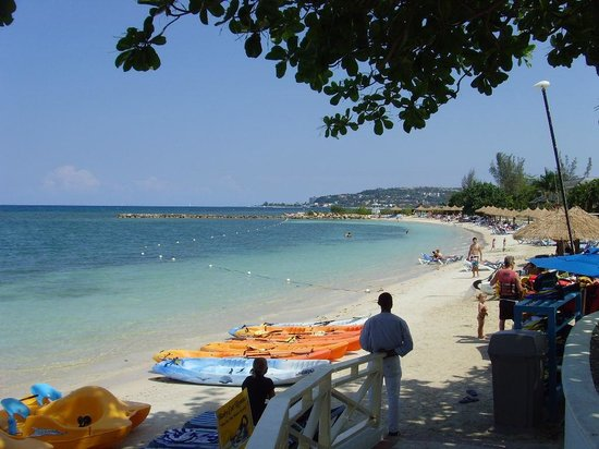 Sunscape Splash Montego Bay : one of several beaches; some shade available