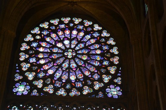 Tours de la Cathedrale Notre-Dame : Stained Glass window of Notre Dame