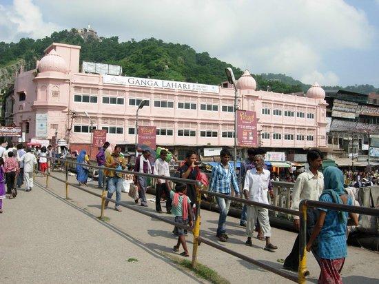 Ganga Lahari: hotel from bridge