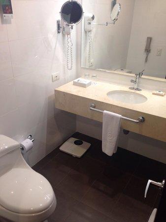 Estelar En Alto Prado Hotel: Bathroom