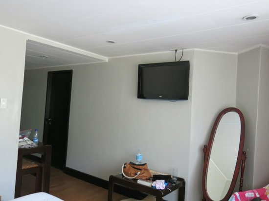 The Oasis Paco Park Hotel : room, view of TV