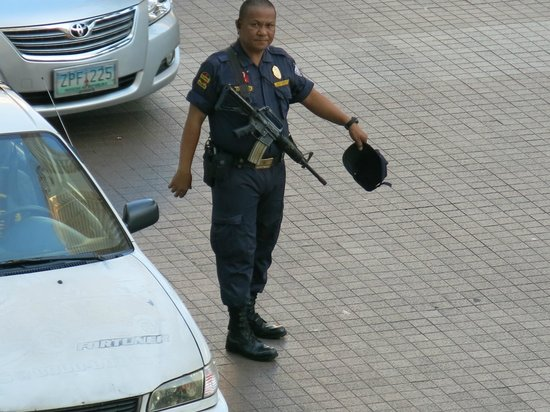 The Oasis Paco Park Hotel : Manila shopping mall security