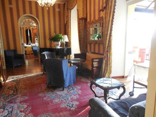 Excelsior Palace Hotel: El piano