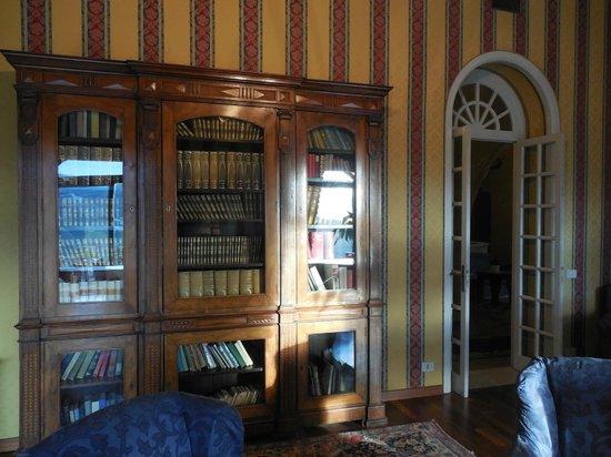 Excelsior Palace Hotel: la biblioteca