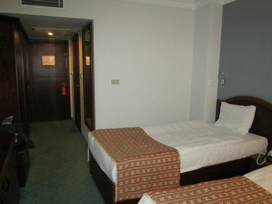 Mustafa Hotel: Eingangsbereich mit 1. Bett