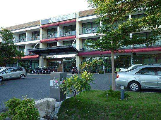 White Hotel: 飯店外觀