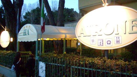 Airone Hotel: entrata dell'hotel