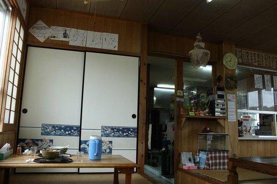 Sumubari: 店内の風景 色紙がたくさん貼ってありました