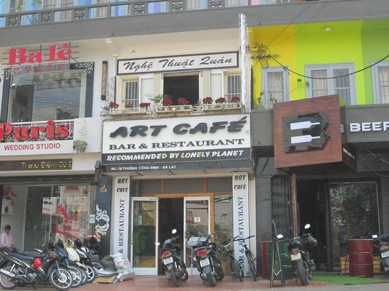 Art Cafe: Front of cafe