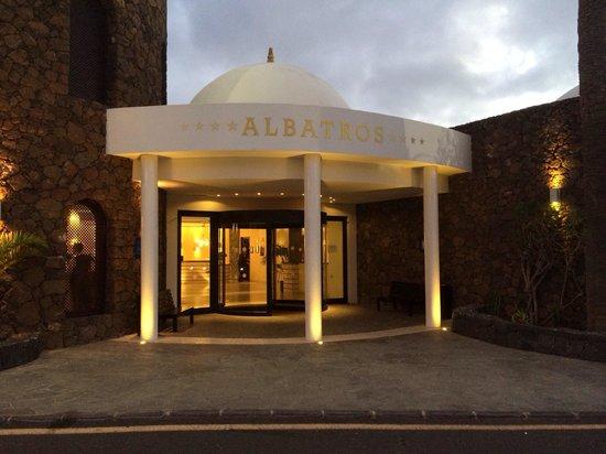 Albatros Club: Haupteingang des Hotel Albatros