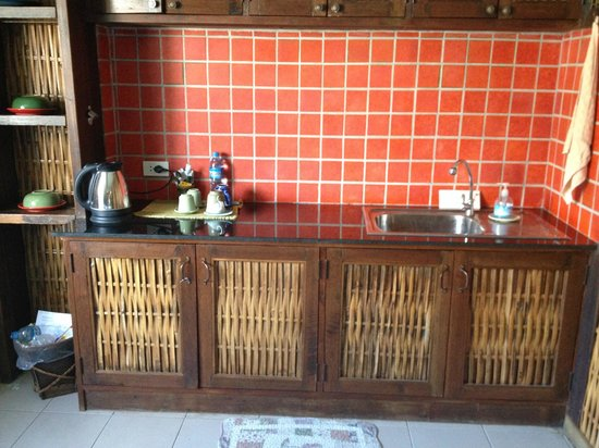 Amata Lanna Jangmuang: Kitchen area in upstairs room for 4