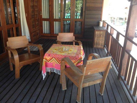 Amata Lanna Jangmuang: Balcony in upstairs room for 4