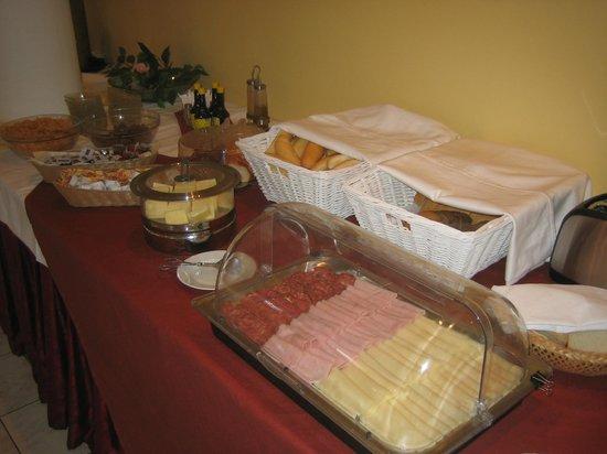 UVS hotel: Breakfast