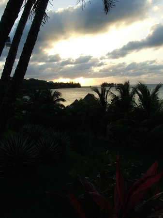 Turquoise Bay Dive & Beach Resort: sunset