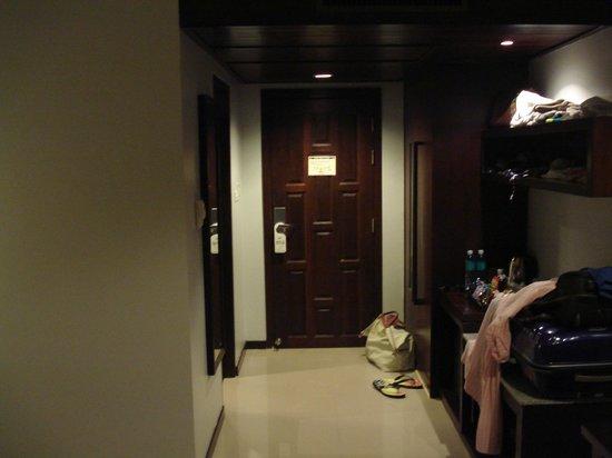 Peach Hill Hotel & Resort : l'entrée de la chambre