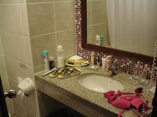 Peach Hill Hotel & Resort : petite salle de bain