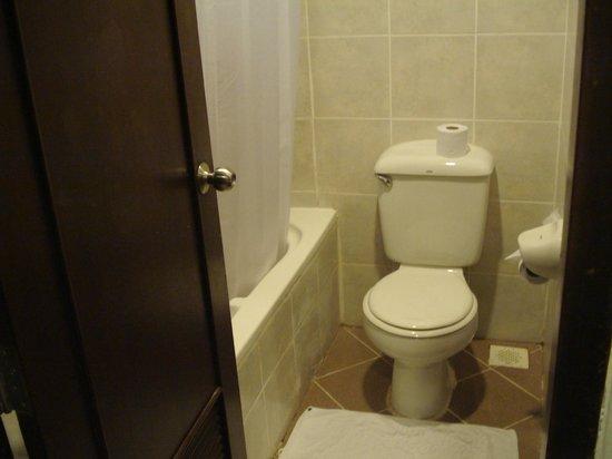 Peach Hill Hotel & Resort: petite salle de bain