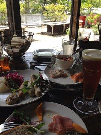Mokichi Foods Garden : テラスで、ソーセージと、出来たてビール‼︎